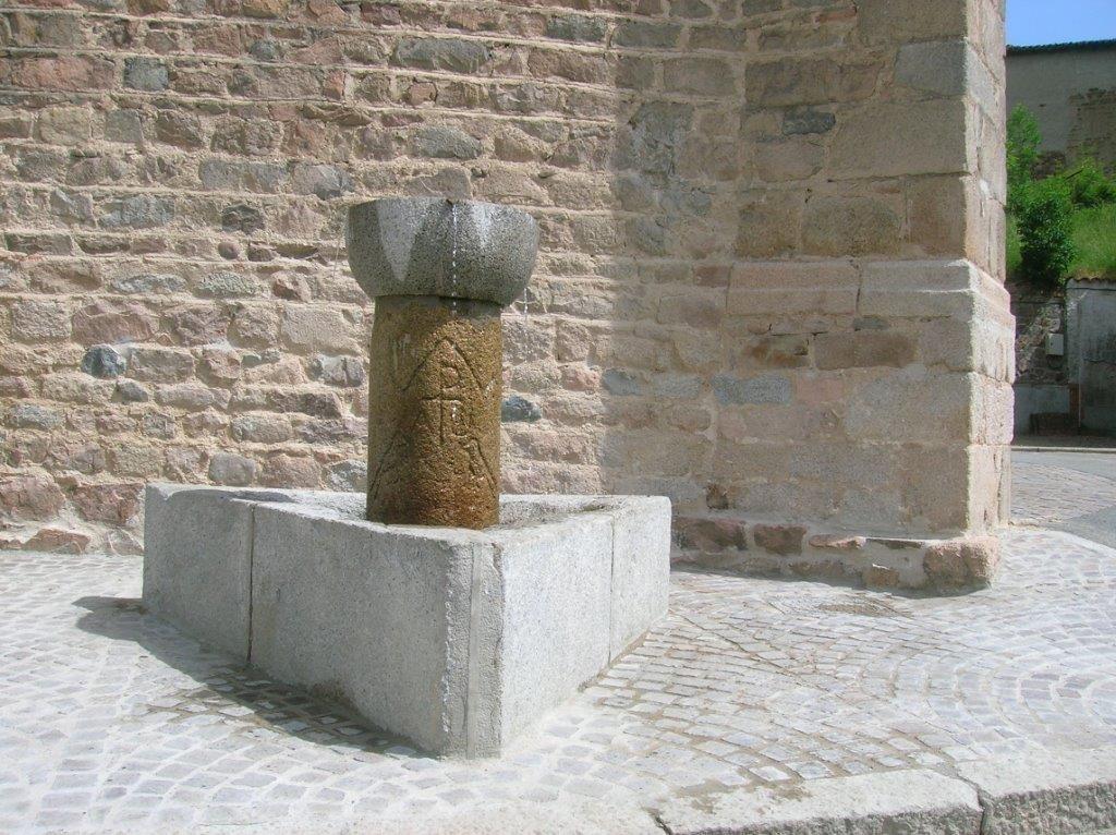 fontaine de l'eglise de Juré